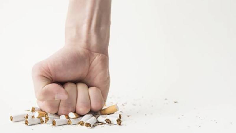 بهترین دندانپزشک اصفهان | خطرناک بودن مصرف سیگار بعد کشیدن دندان عقل