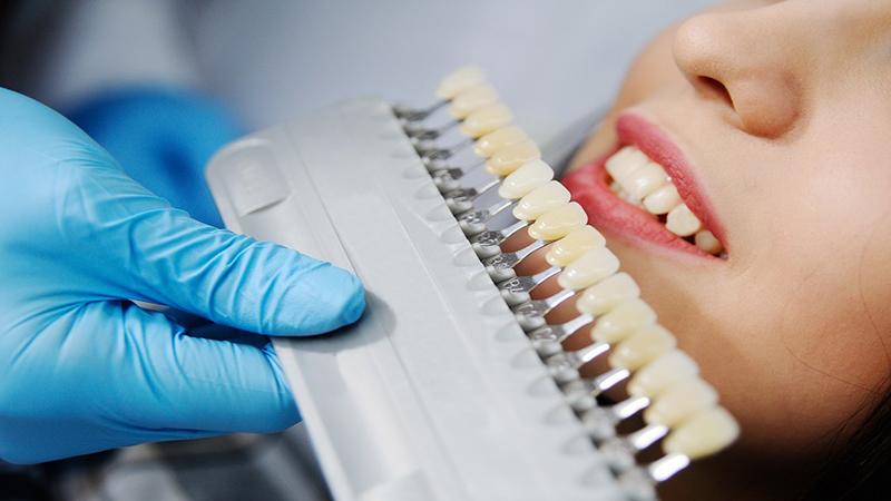 بهترین دندانپزشک اصفهان   عوارض احتمالی روکش کردن دندان