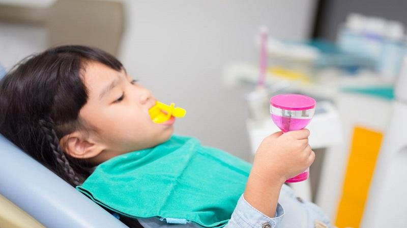 بهترین دندانپزشک اصفهان  فلورایدتراپی در کودکان